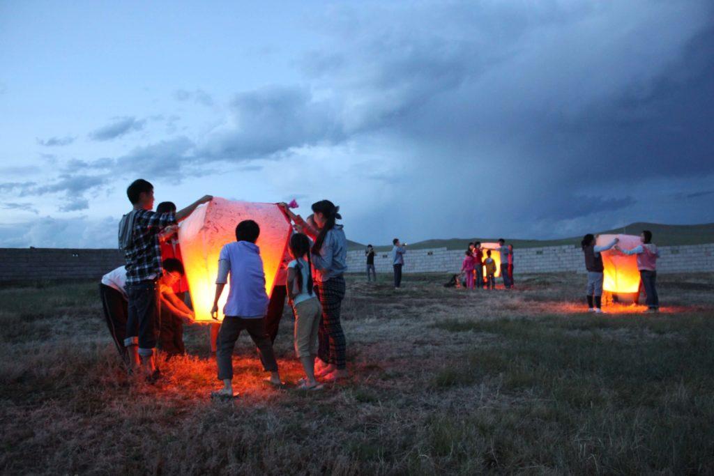蒙古國際志工放天燈